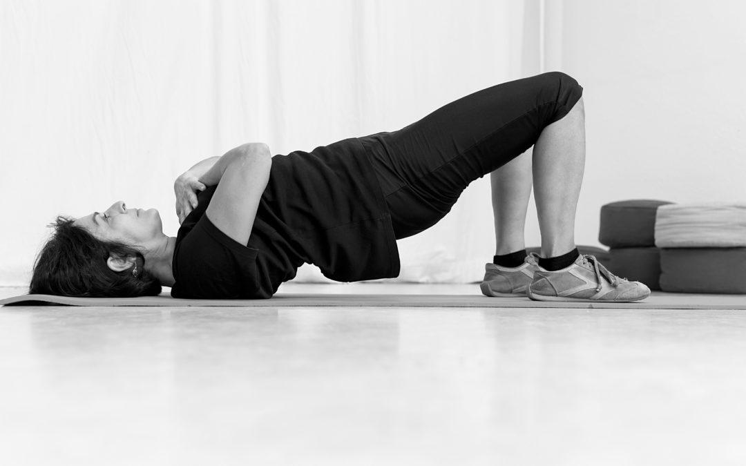 Empower yourself, support agisra – Yoga machen und dabei etwas Gutes tun?